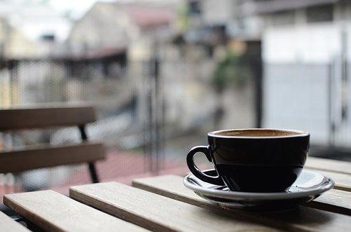koffie op terras Parijs